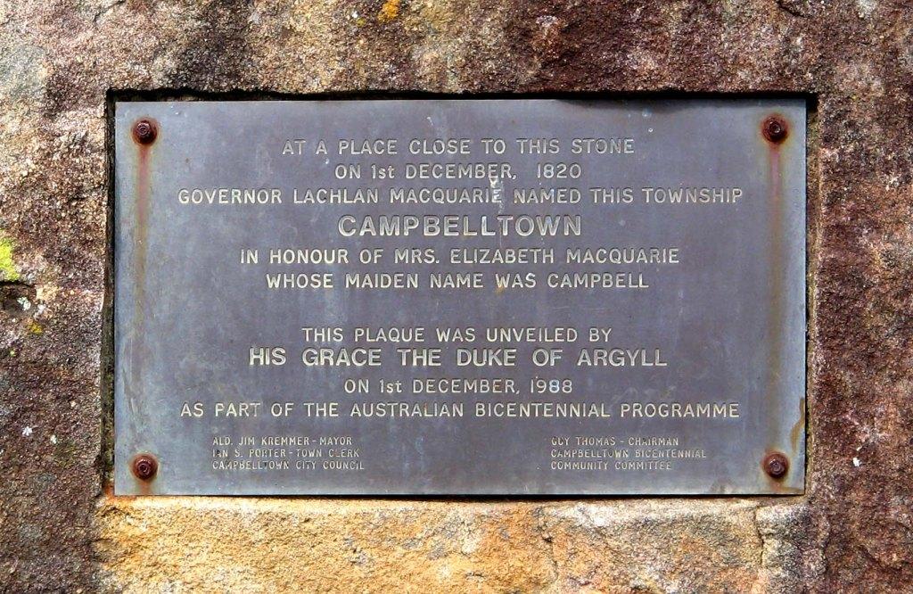 2011-12-05 Mawson Park Plaque - Mrs Maquarie